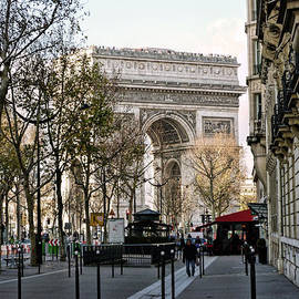 Lynn Bolt - Arc de Triomphe Paris