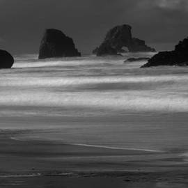 Jeff Swan - Assailing The Rocks Black And White