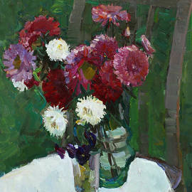 Juliya Zhukova - Asters in the first frosts