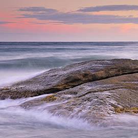 Guido Montanes Castillo - Attack the waves