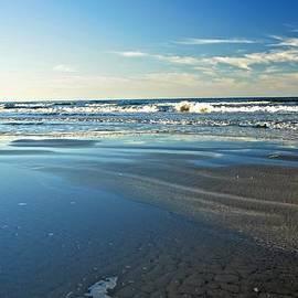 Kristina Deane - Relaxing Autumn Beach