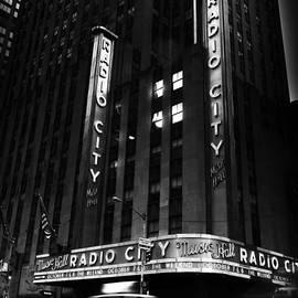 Pauline Michaud - Radio City Hall - B/W