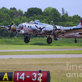 Thomas Woolworth - B17 Bomber Taking Off