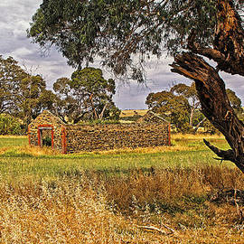 Tony Crehan - Barn and Bale in Hindmarsh Vale