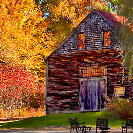 Jeff Folger - Barn full of fall color