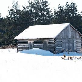 Linda Kerkau - Barn in the Snow