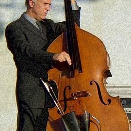 Barbie Corbett-Newmin - Bass Player in Concert 2007