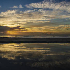 Island Sunrise and Sunsets Pieter Jordaan - Beach Reflection
