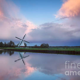 Olha Rohulya - beautiful sunset over Dutch windmill by river