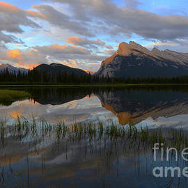 Bob Christopher - Beauty Of The Canadian Rockies Mount Rundle