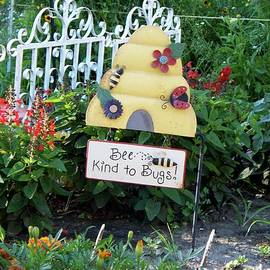 Thomas Woolworth - Bee Kind To Bugs Sign