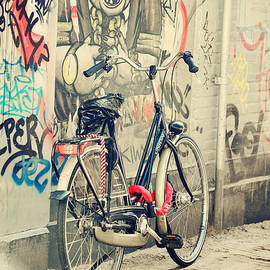 Jenny Rainbow - Bike at Graffiti Wall. Trash Sketches from the Amsterdam Streets