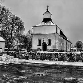 Leif Sohlman - Black and white #Svinnegarns #Kyrka #church of #Svinnegarn March 2014 viewed from the parking space