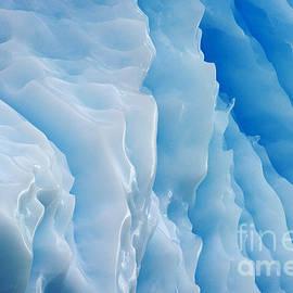 Nina Stavlund - Blue freeze over..