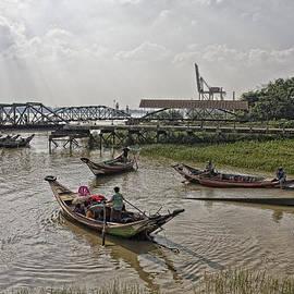 Chris Koelbleitner - Boat in Yangon