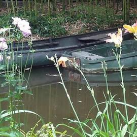 Barbie Corbett-Newmin - Boats in Giverny