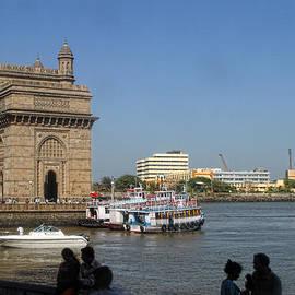 Linda Phelps - Bombay Gate in Harbor
