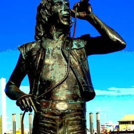 Roberto Gagliardi - Bon Scott AC DC statue in Fremantle