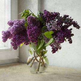 Jaroslaw Blaminsky - Bouquet of lilacs in glass flowerpot.