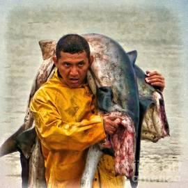 Julia Springer - Bringing in the catch - Manta - Ecuador