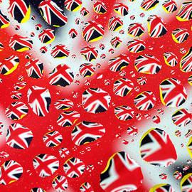 Paul Ge - Britain Flag In Water drops