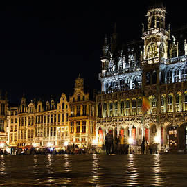 Georgia Mizuleva - Brussels - the Magnificent Grand Place at Night