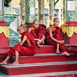 Jennie Breeze - Buddhist in Burma