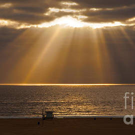 Jerry Cowart - Calm Clouds With Magnificent Sun Rays Over Ocean
