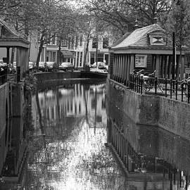 Jolly Van der Velden - canal in Gouda
