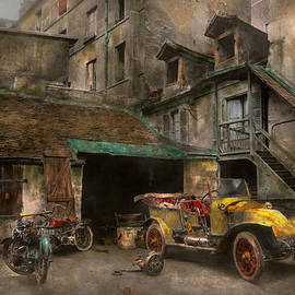 Mike Savad - Car - Cour Rue de Valencemm France - A Sunday afternoon - 1925