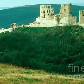 Eva Kato - Castle at Csesznek