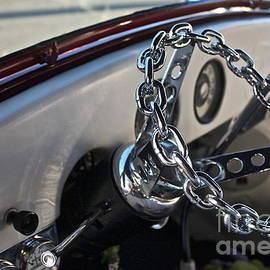 Linda Bianic - Chain Driven