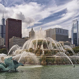 Thomas Woolworth - Chicago Buckingham Fountain Looking West