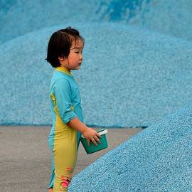Imran Ahmed - Chinese girl child plays with water in Singapore park