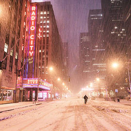 Vivienne Gucwa - City Night in the Snow - New York City