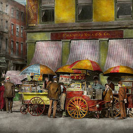 Mike Savad - City - NY- Lunch carts on Broadway St NY - 1906