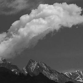 Kedar Munshi - Cloud over Everest