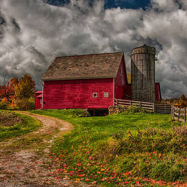 Jeff Folger - Clouds over rustic Vermont farm