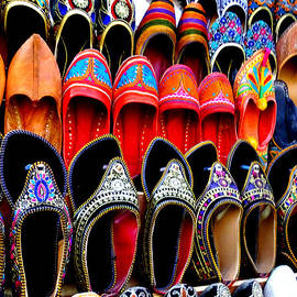 Sue Jacobi - Colorful Footwear Juttis For Sale Jaipur Rajasthan India