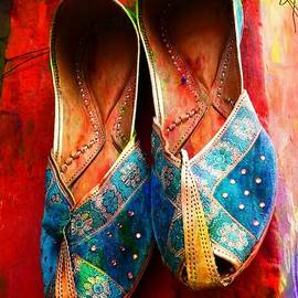 Sue Jacobi - Colorful Footwear Juttis Sales Jaipur Rajasthan India