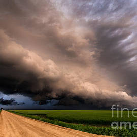 Marko Korosec - Colorful shelf cloud