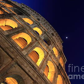 Stefano Senise - Colosseum at Night