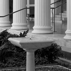Ivete Basso - Column Entrance