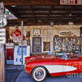 Priscilla Burgers - Corvette Drive on Route 66