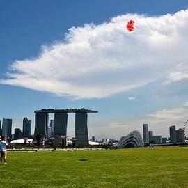 Imran Ahmed - Couple flies kite Marina Bay Sands Singapore