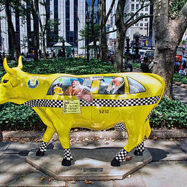 Allen Beatty - Cow Parade N Y C 2000 - Taxi Cow