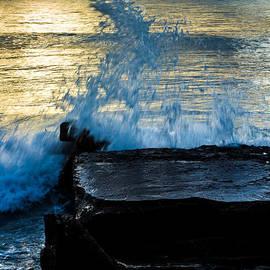 Rene Triay Photography - Crashing Rays and Waves