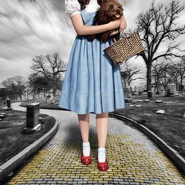 Tony Rubino - Creepy Dorothy In The Wizard of Oz