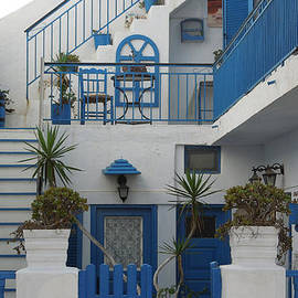 Colette V Hera  Guggenheim  - Cute Hotel Santorini Island Greece