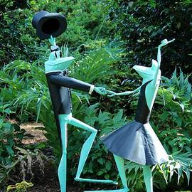 Cynthia Guinn - Dancing Frogs